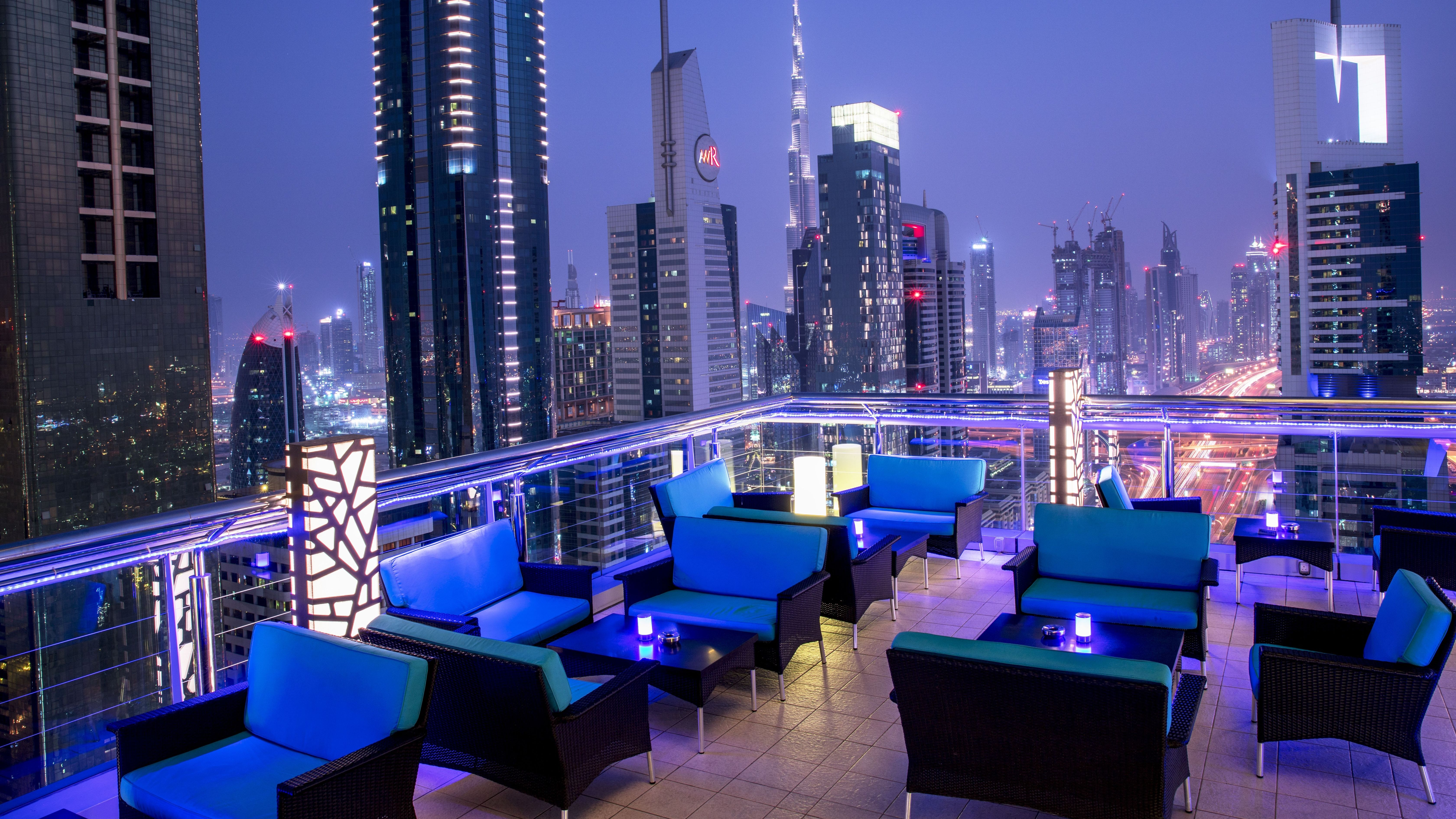 Rooftop lounge and bar in dubai level 43 sky lounge for Stage 47 designhotel